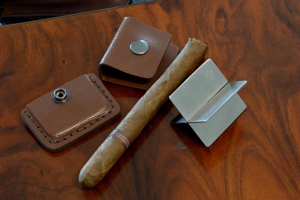 les couteaux du trefle - Page 10 Dsc_0034