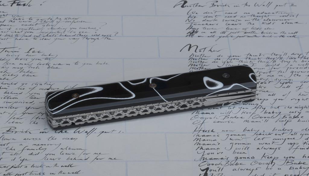 les couteaux du trefle - Page 9 Dsc_0118