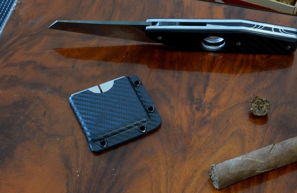 les couteaux du trefle - Page 10 Dsc_0130