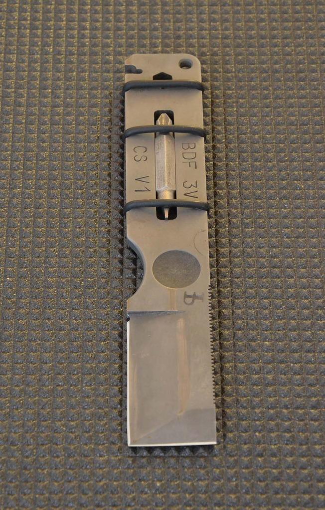 les couteaux du trefle - Page 9 Dsc_0610