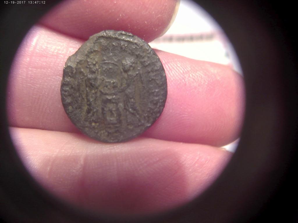 AE3 de Constantino I, tipo VICTORIAE LAETAE PRINC PERP, con dos Victorias estantes enfrentadas. 12192010