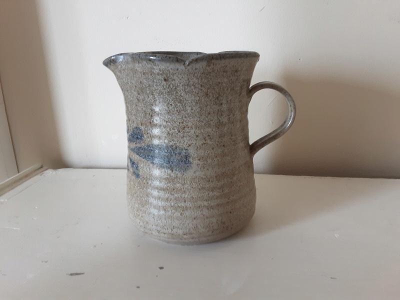 Stoneware jug help to identify please 20200811