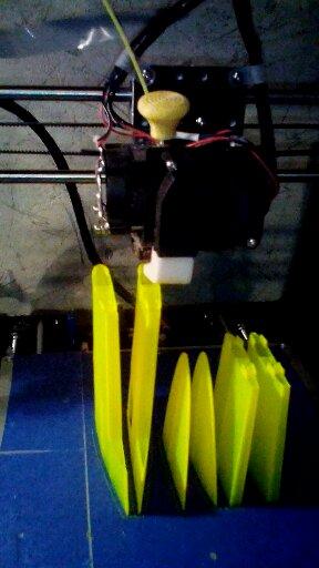 Modèles imprimés en 3D... - Page 2 Dsc_0010