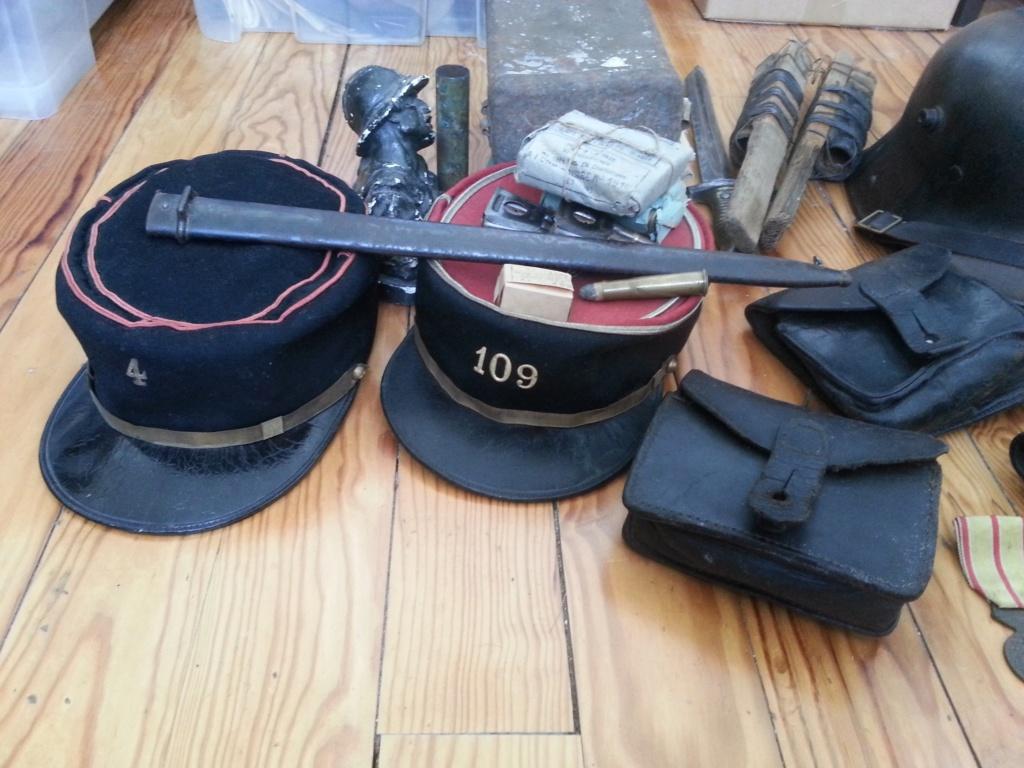 Lot comprenant képis, casque et différents objets Lot10