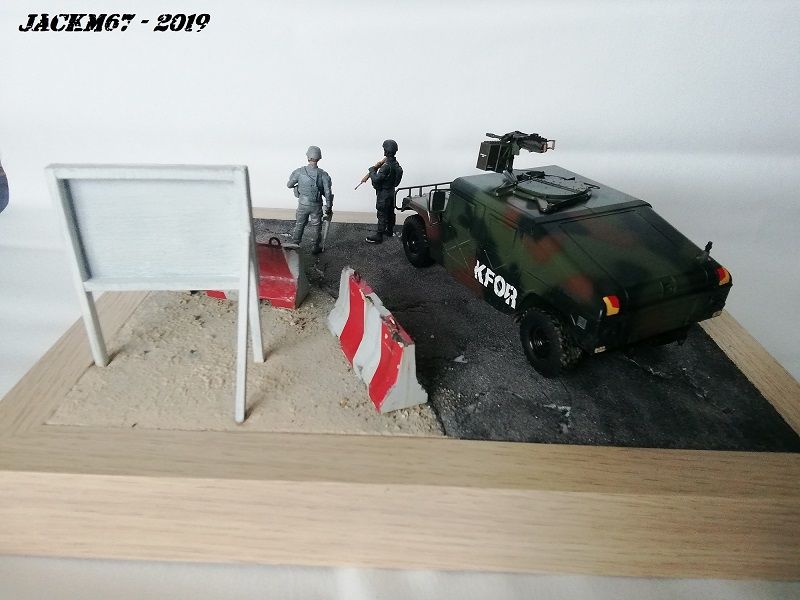 M1025 TAMIYA KFOR Humv210