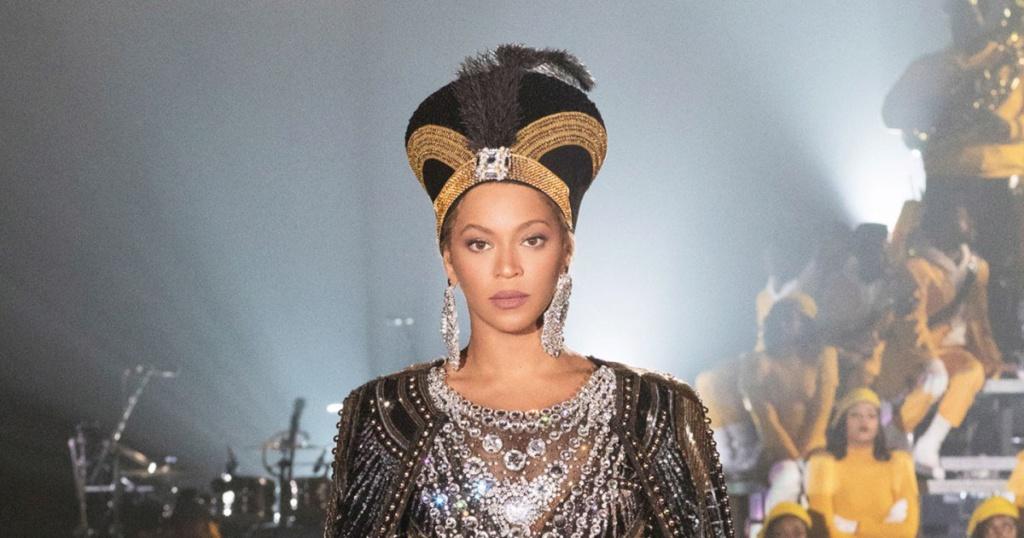 d5a1c8b26ec51 Beyonce poursuit sa tournée mondiale On the Run II avec Jay-Z. Une tournée  couronnée de succès puisque elle affiche complet. Pourtant