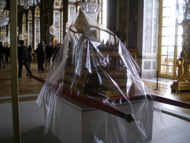 Exposition « Trônes en majesté, l'autorité et son symbole » - Page 6 Galeri10