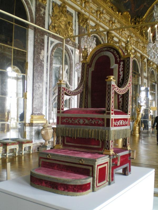 Exposition « Trônes en majesté, l'autorité et son symbole » - Page 6 Galeri11