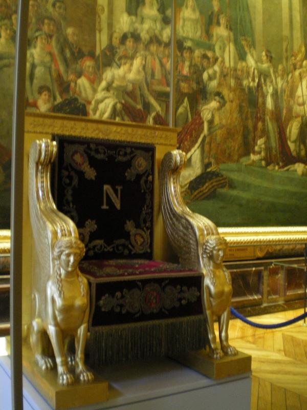 Exposition « Trônes en majesté, l'autorité et son symbole » - Page 6 Salle_12