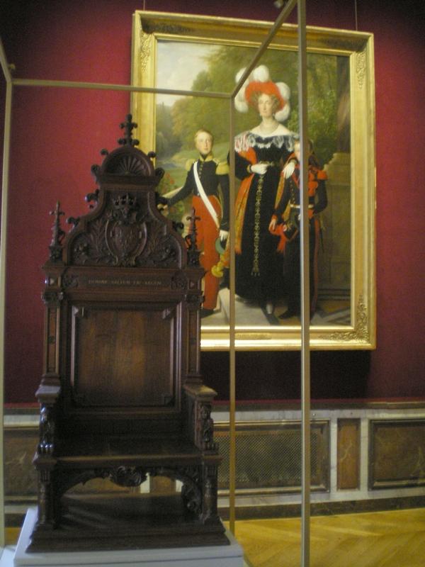 Exposition « Trônes en majesté, l'autorité et son symbole » - Page 6 Salle_14