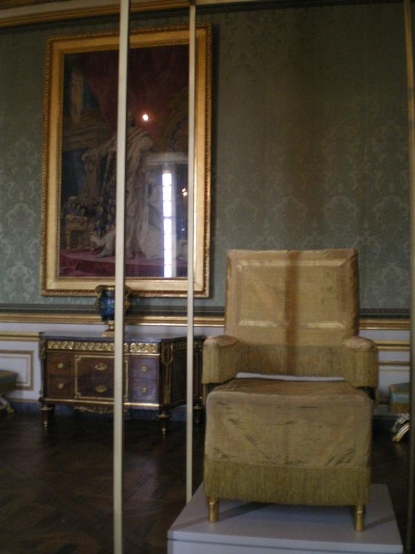 Exposition « Trônes en majesté, l'autorité et son symbole » - Page 6 Salon_16