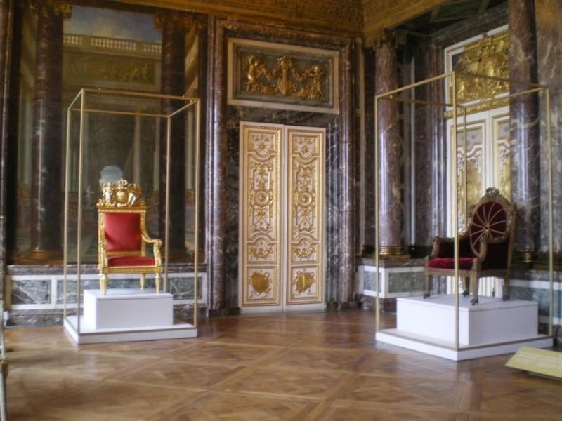 Exposition « Trônes en majesté, l'autorité et son symbole » - Page 6 Salon_20