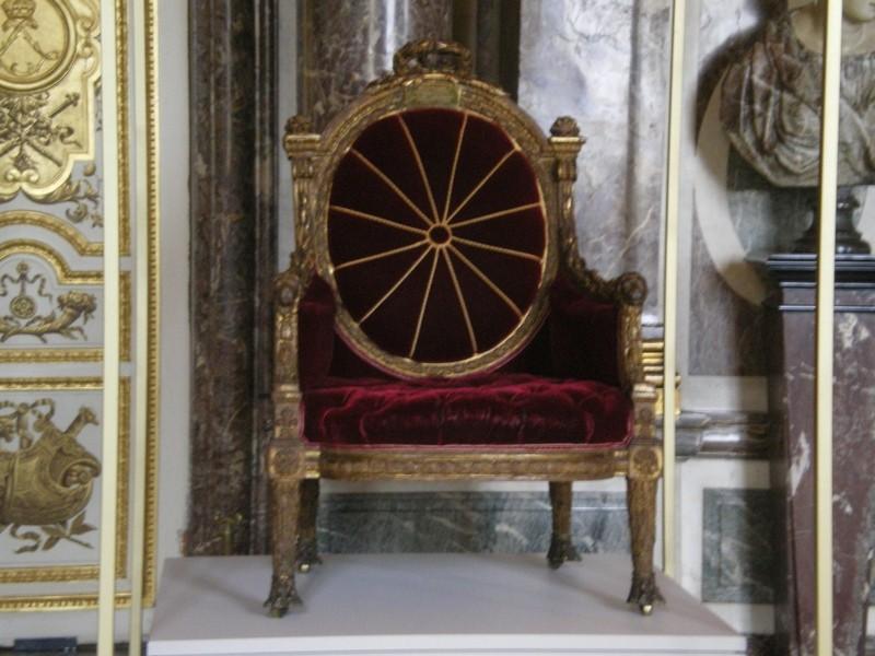 Exposition « Trônes en majesté, l'autorité et son symbole » - Page 6 Salon_21