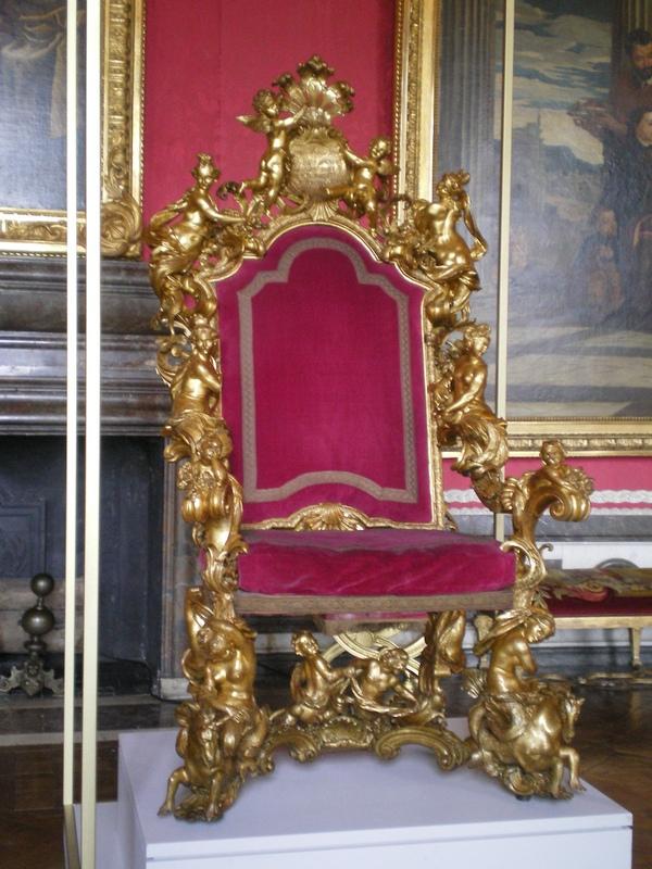 Exposition « Trônes en majesté, l'autorité et son symbole » - Page 6 Salon_25