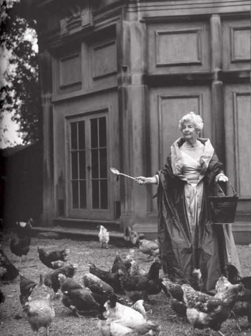 Deborah Devonshire, la dernière des soeurs Mitford.  Tumblr11
