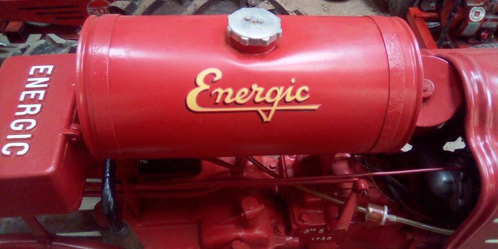 Pose autocollants reservoir Energic 409 . 72262310