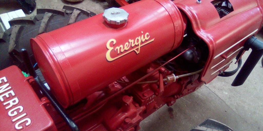 Pose autocollants reservoir Energic 409 . Auoto210