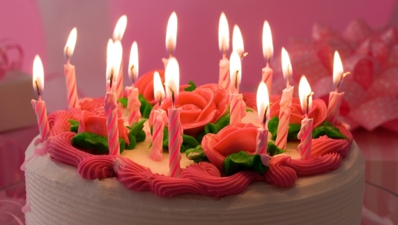 Joyeux anniversaire Bonbon Rose - Page 2 Gateau10