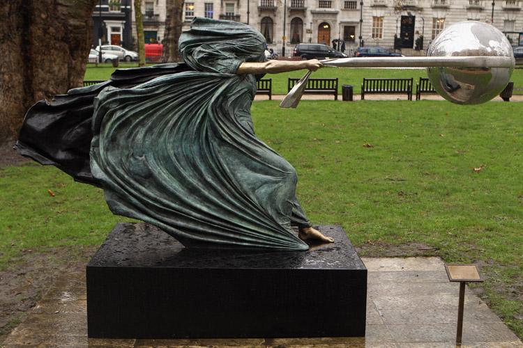 Une sculpture / un sculpteur en passant Lorenz10