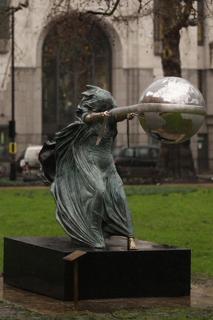 Une sculpture / un sculpteur en passant Lorenz11