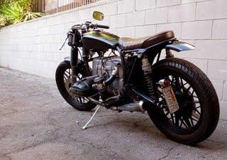 C'est ici qu'on met les bien molles....BMW Café Racer - Page 5 Bmwbob10