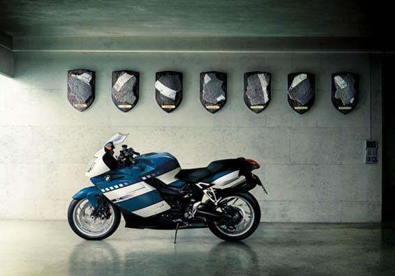 C'est ici qu'on met les bien molles....BMW Café Racer - Page 5 Bmwmot10