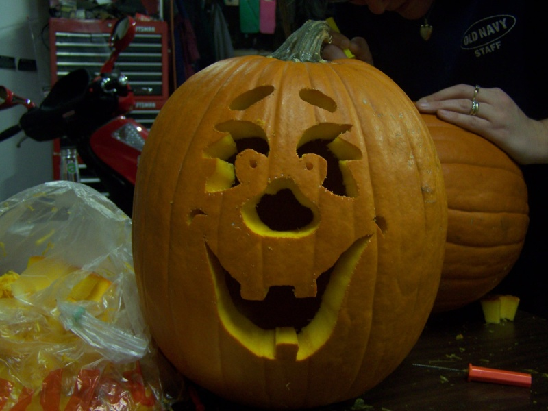 pics of pumpkins me and my wife did tonight 11/29 100_1210