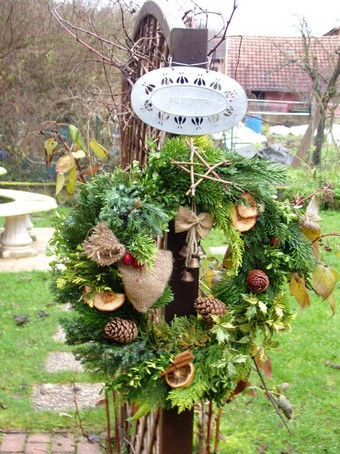 Déco exterieure naturelle pour Noël en alsace Couron10