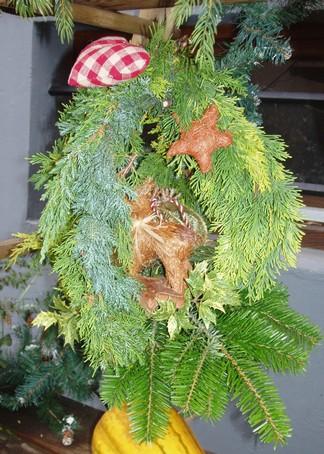 Déco exterieure naturelle pour Noël en alsace Suspen10