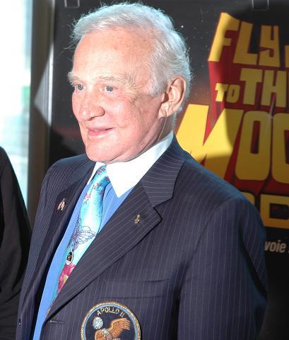 Buzz Aldrin au mk2 Bibliothèque le 19 octobre ! - Page 6 Dsc_7214