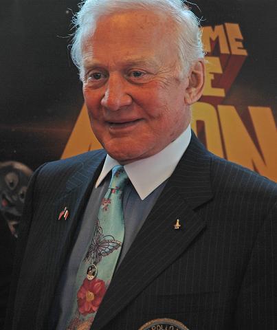 Buzz Aldrin au mk2 Bibliothèque le 19 octobre ! - Page 6 Dsc_7218