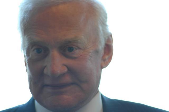 Buzz Aldrin au mk2 Bibliothèque le 19 octobre ! - Page 6 Dsc_7318