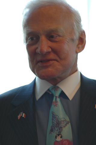Buzz Aldrin au mk2 Bibliothèque le 19 octobre ! - Page 6 Dsc_7319
