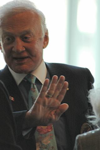 Buzz Aldrin au mk2 Bibliothèque le 19 octobre ! - Page 6 Dsc_7320