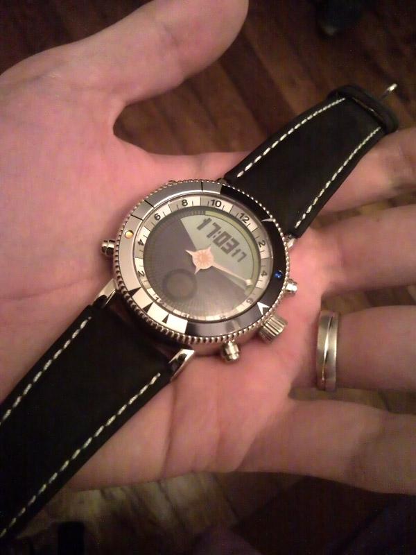 Je vends une montre un peu spéciale... Snc00310