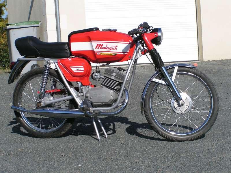 Le type a une 100RS mais a surtout des magnifiques cyclos FLANDRIA Pict0010
