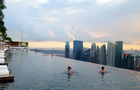 piscine a débordement a singapour 110