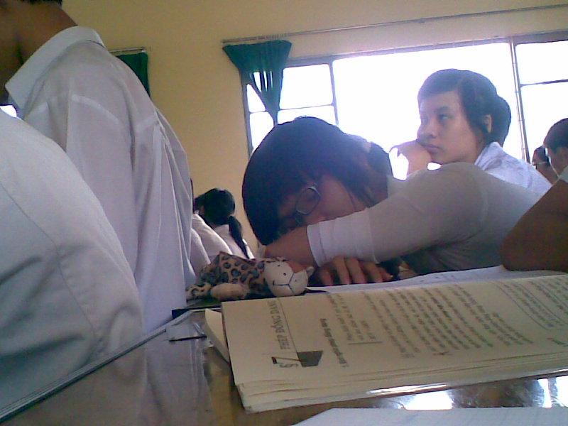 Hiện trạng buồn của lớp 11A2 Hanh_a16