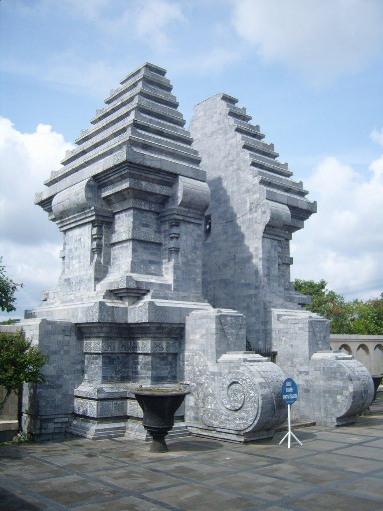 [Indonésie] - Musée et Tombeau de Soekarno (Bendogerit) 16696110