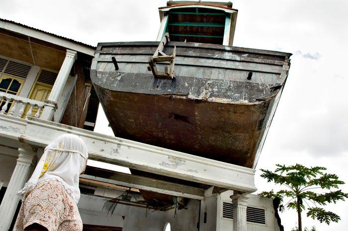 [Indonésie] -Un bateau sur le toit Lampulo 18294010