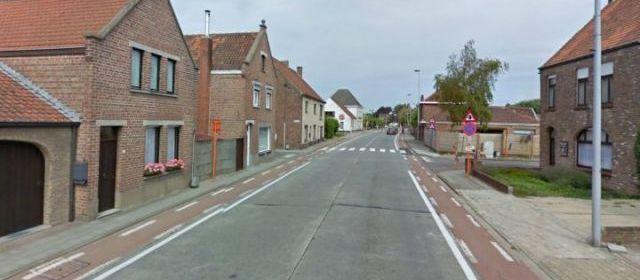 (Pour nos amis Belges)Belgique : une pluie de billets dans la rue d'un village 27583710