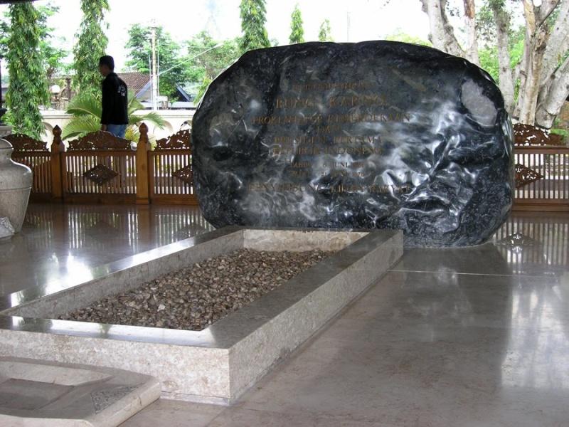 [Indonésie] - Musée et Tombeau de Soekarno (Bendogerit) 41732110