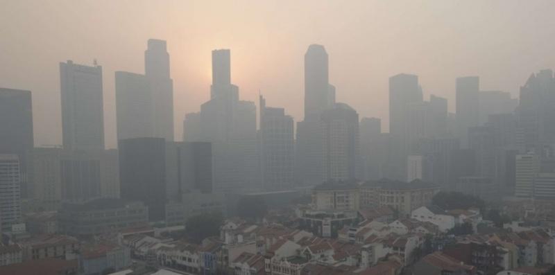 [Indonésie] -  l'Indonésie tente de faire tomber la pluie pour aider les pompiers dépassés 59684310
