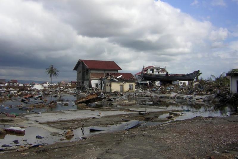 [Indonésie] -Un bateau sur le toit Lampulo 68150210