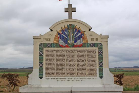 A la découverte des mémoriaux et cimetières militaires - Page 3 77335_12