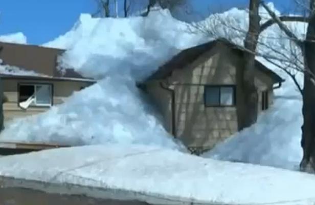 [Canada] - Ochre River Un tsunami de glace détruit une vingtaine de maisons Articl11