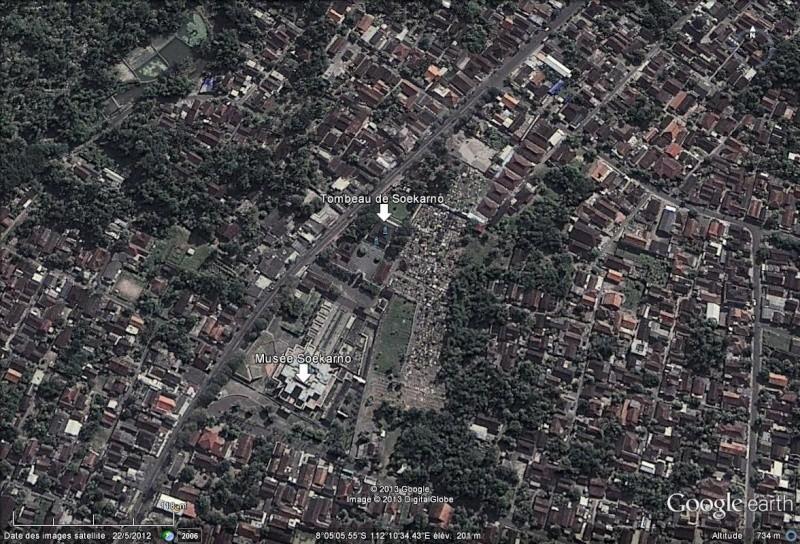 [Indonésie] - Musée et Tombeau de Soekarno (Bendogerit) Tombea10