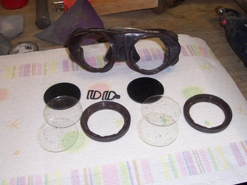 Goggles that fit over small eyeglasses Goggle12