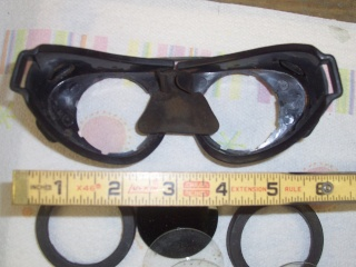 Goggles that fit over small eyeglasses Goggle14