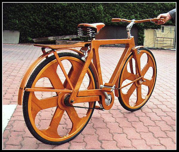 Una bicicletta di legno per il Papa A18